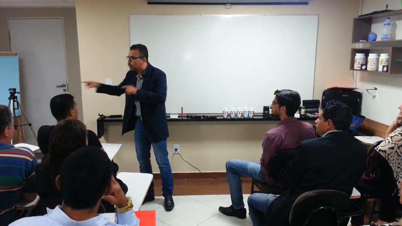 Treinamento sobre a arte de falar em público..00_00_48_17.Quadro003